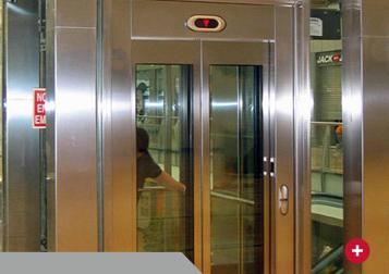 puerta apertura central 2 hojas acero y vidrio